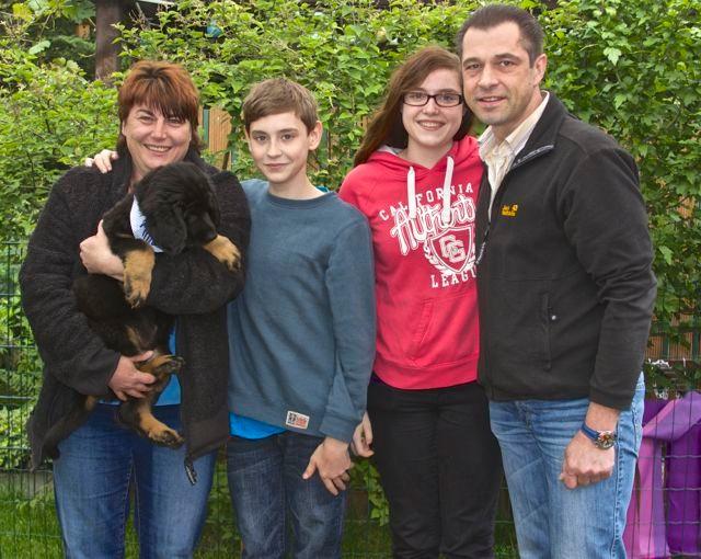 Amun lebt jetzt in Stuttgart bei Andrea, Martin, Nadine und Flo...