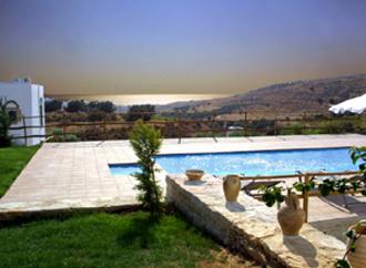 villa pool kamilari phaestias kreta