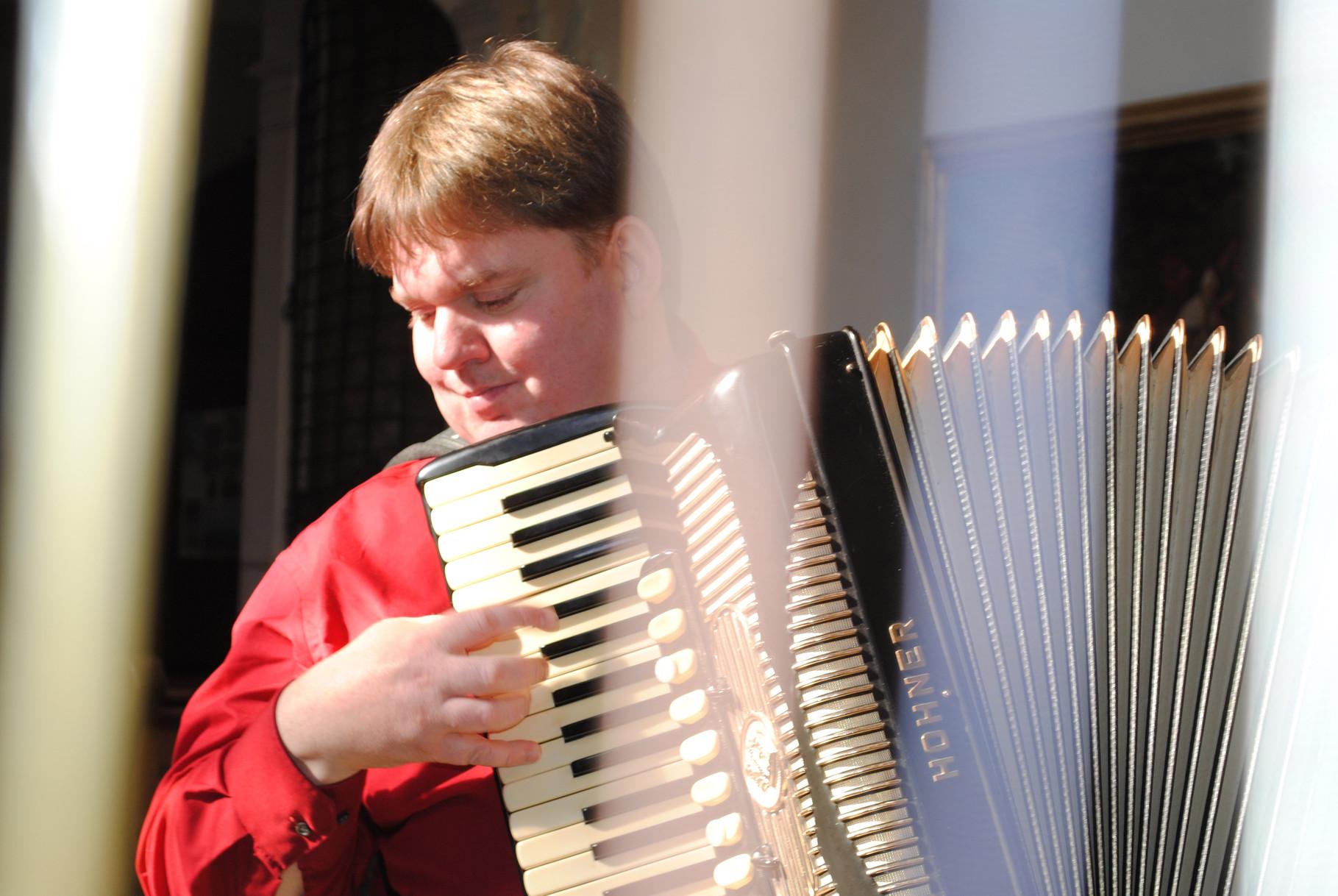 Bernhard Kohlhauf, Akkordeonist    Foto: E. Hugel
