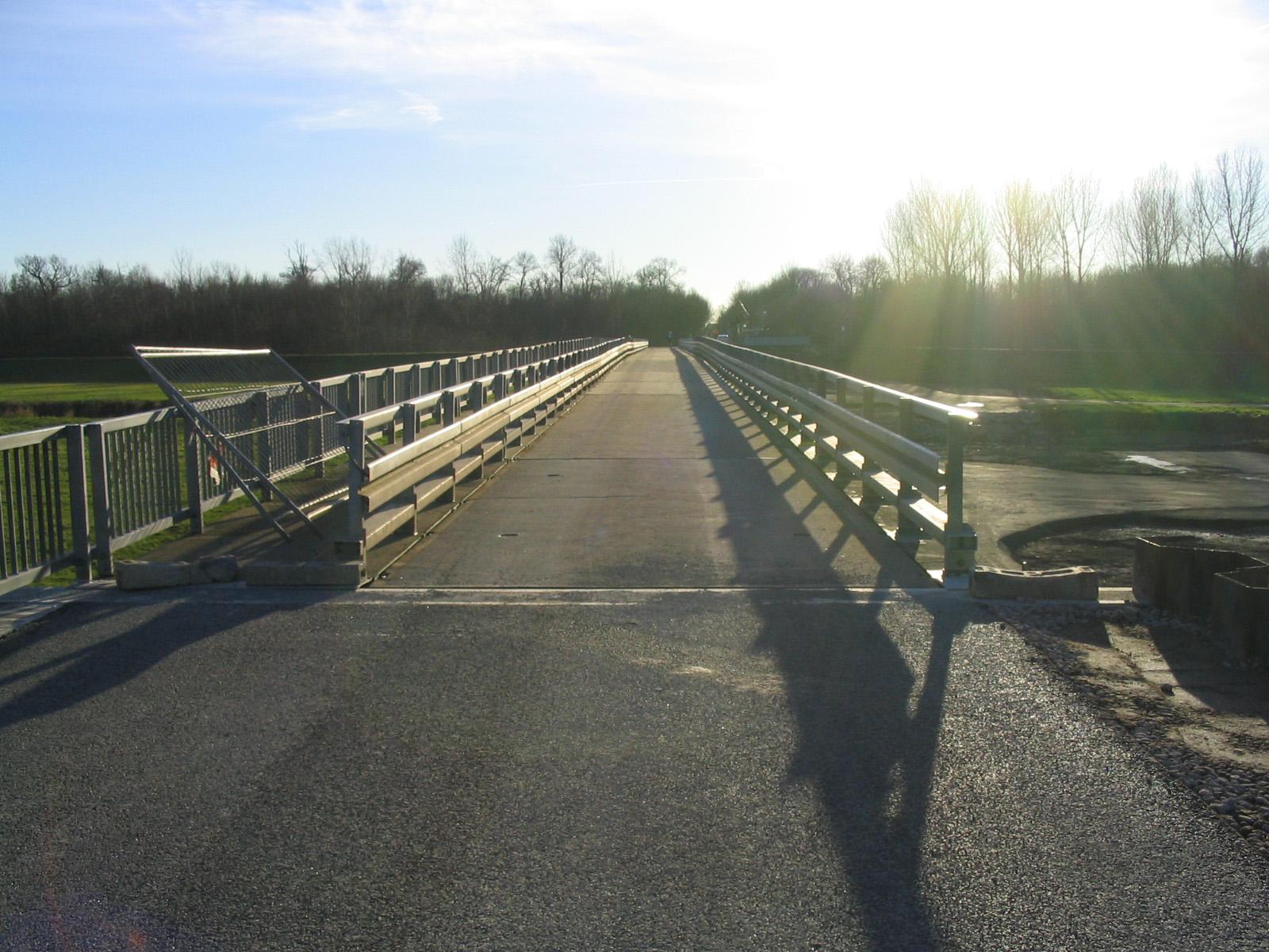 25.12.2006 - Die Behelfsbrücke ist fast fertig
