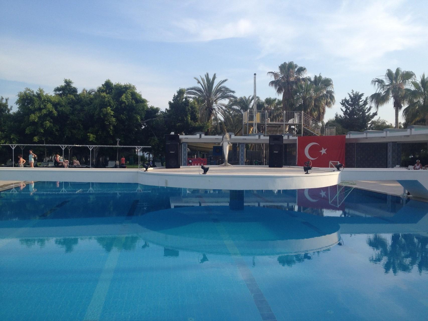 Hotel Süral Pool-Bühne