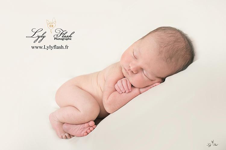 naissance bebe photographe posing bebe dort brignoles