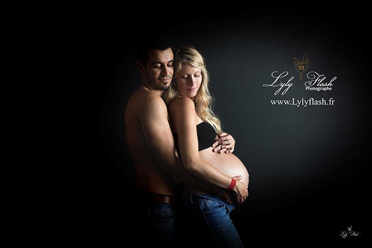 Photo de grossesse en couple dans le var près de Hyères