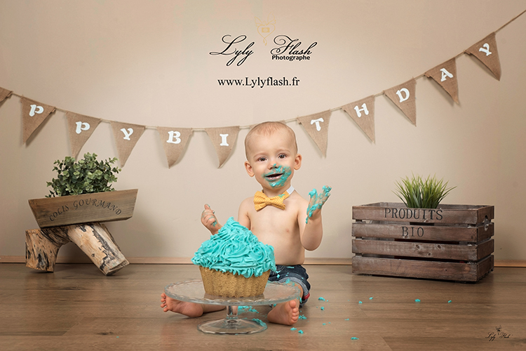 photo anniversaire bébé smash the cake par photographe Toulon