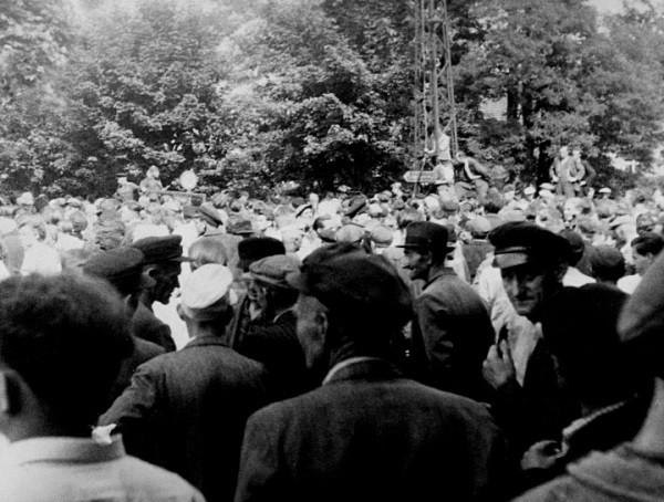 Kundgebung vor dem Rat des Kreises in Belzig.