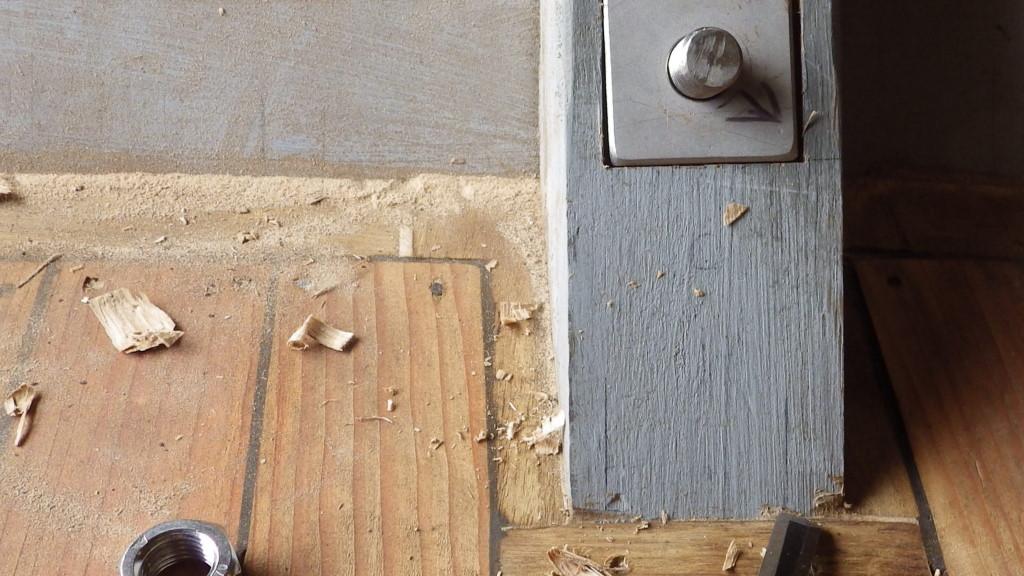 Plaque de serrage à poste