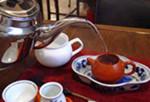 2)茶船の中に茶壷を置き湯を注いで温めます。::悟空::--横浜中華街で生まれて30年。中国茶・中国茶器専門店