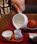 3)茶壷が温まったらその湯で茶海や聞香杯、茶杯も 温めます。::悟空::--横浜中華街で生まれて30年。中国茶・中国茶器専門店