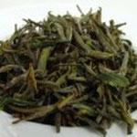 霍山黄芽(かくざんこうが) 栗などの炭で燻すため、茶湯の 香りにかすかに栗っぽさを感じる。 柔らかな味わいが大人っぽい。