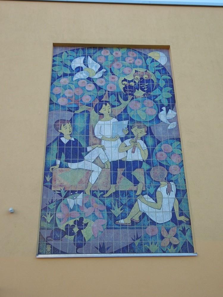 Reliefbild an der Aussenfassade ( gefertigt von Herrn Volker Träger im Jahre 1967 )