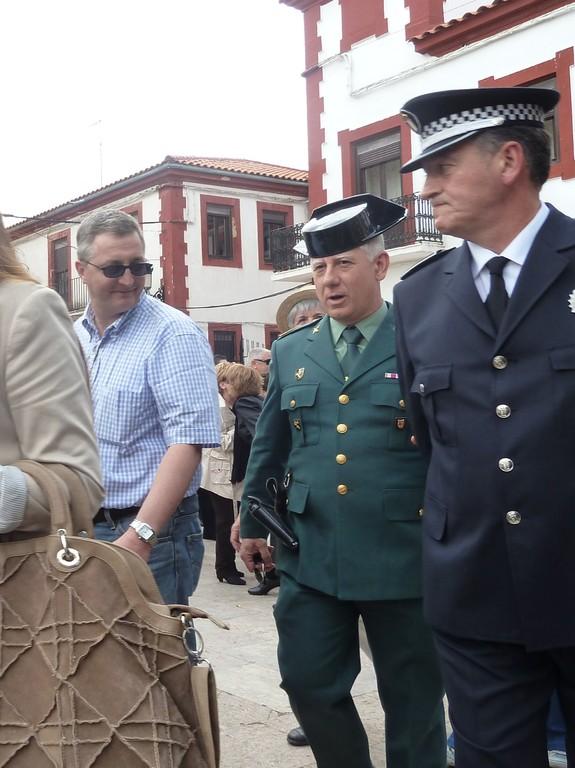 En présence du chef de Police, et de l'Adjudant de la Guardia Civil