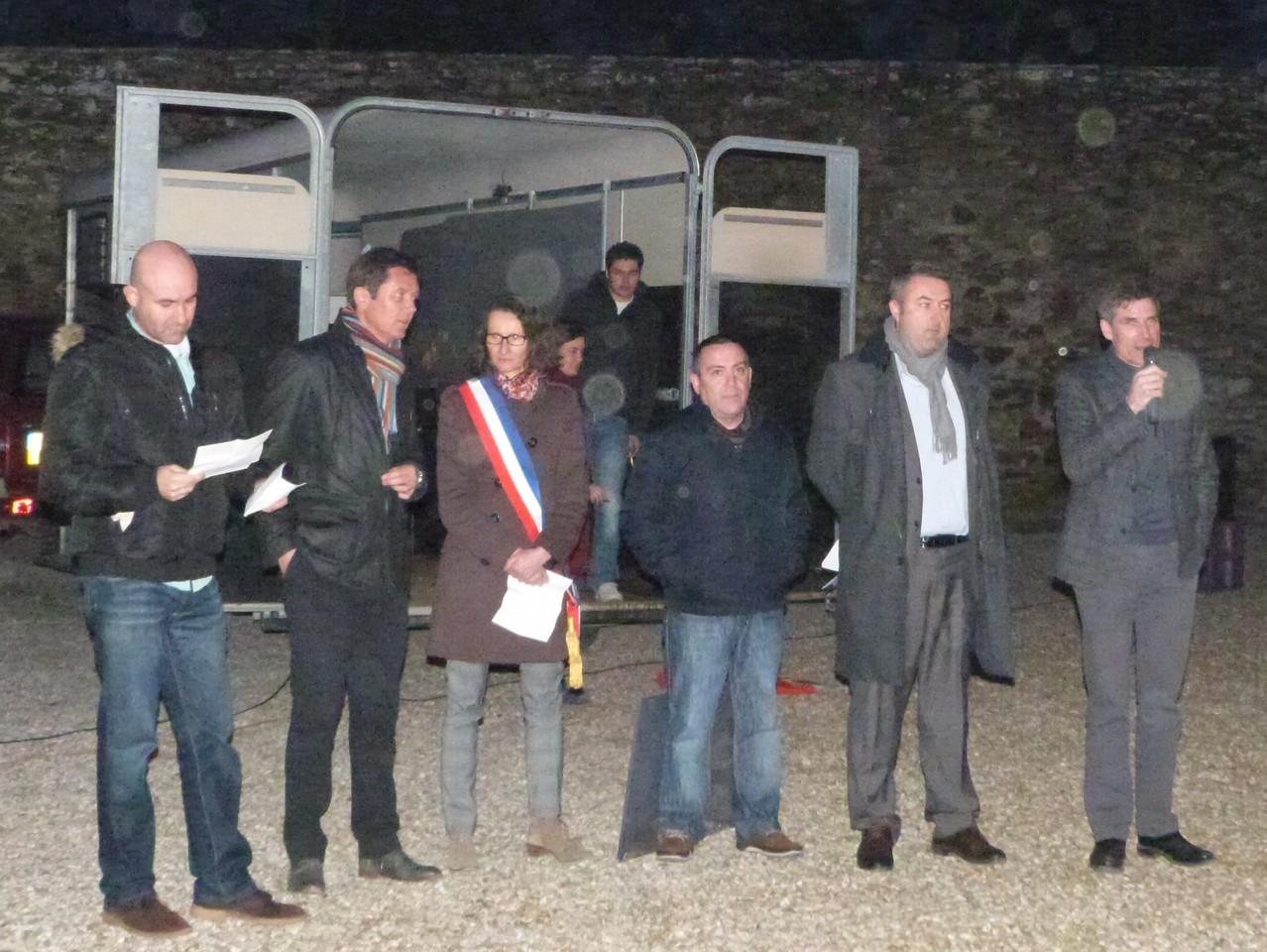 De gauche à droite : M Garcia, M Cuchot, Mme Desforges, M Martinez, M François, M de Goulaine