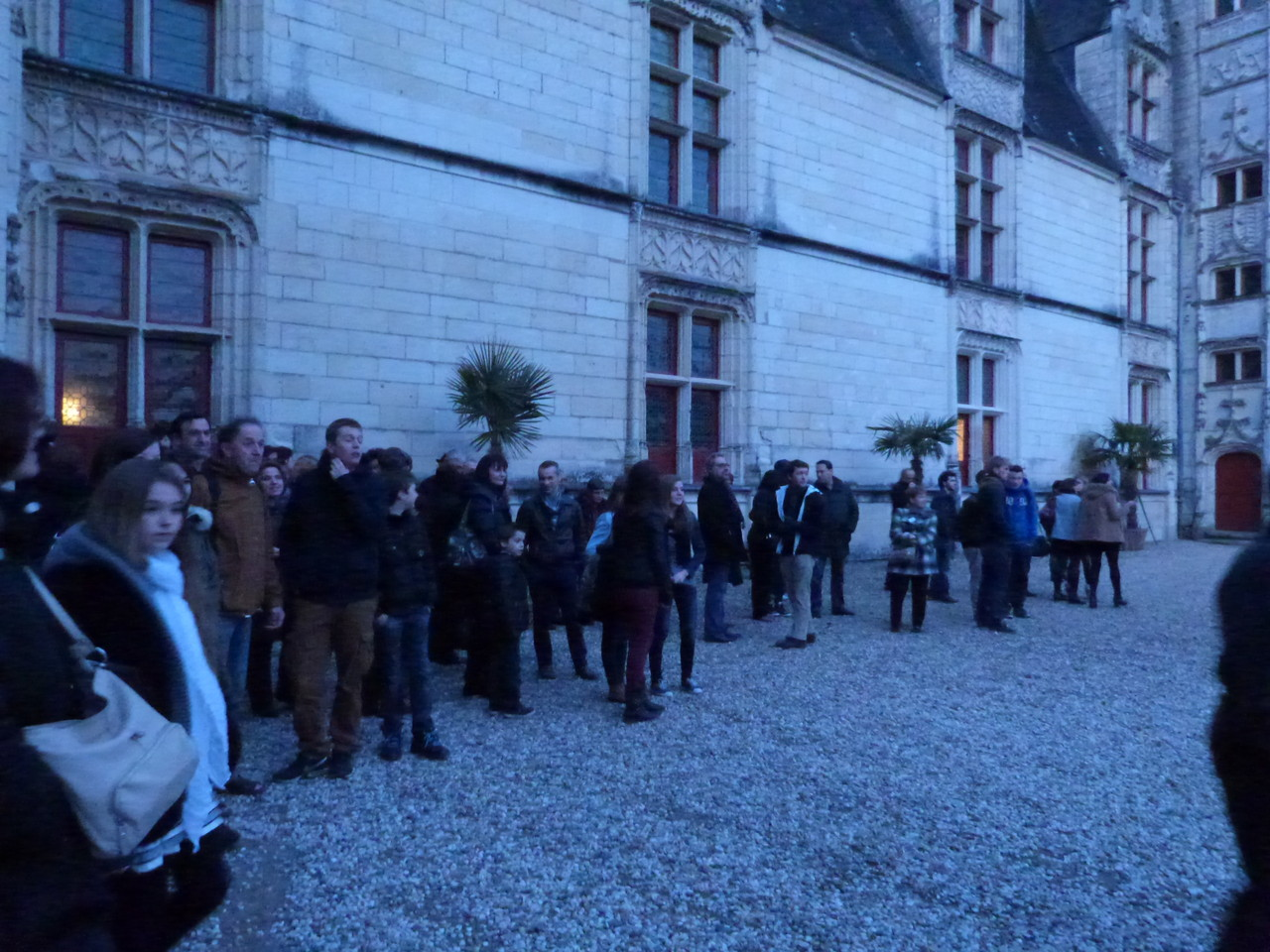 Les familles françaises attendent l'arrivée des espagnols ...