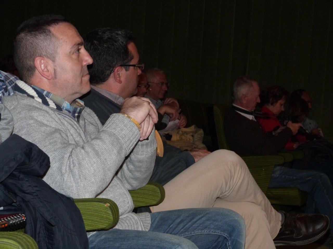 En présence de M le Maire José Juan Fernandez (2nd plan) et de l'adjoint à la culture Julio Martinez (au 1er plan)