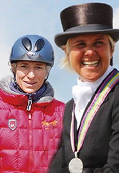 Die Stars Ingrid Klimke (links) und Uta Gräf geben ihr Wissen bei der pferdiathek.tv weiter. Foto: TV Vogel