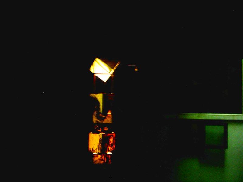 colonne dripping sur papier lampe plexiglas