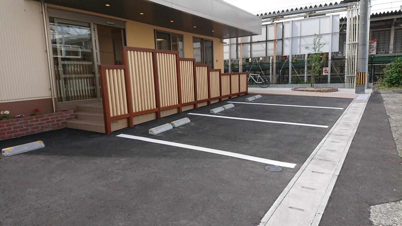 広くはありませんが、送り迎えの駐車場もあります。