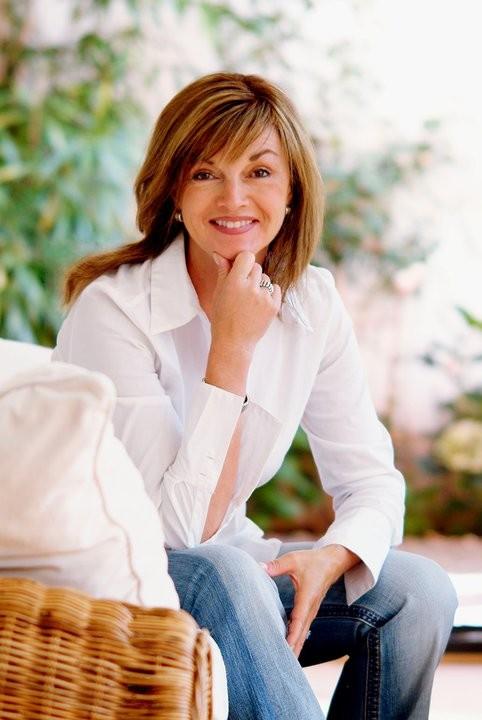 Sabine Kalten – Visagistin, Maskenbildnerin und Hairstylistin ist spezialisiert als Brautstylistin, was perfektes Braut Make-up, Brautfrisur und umfassende Beratung für die Braut…