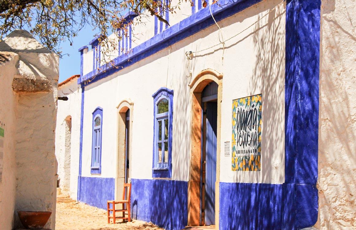 La boutique de la poterie Olaria Pequenade à Porches © olariapequena.com