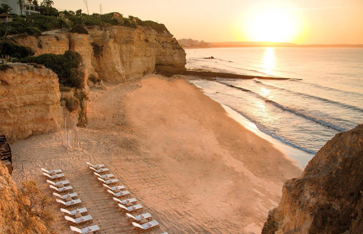 Praia-dos-Tremoços-beach-porches-algarve