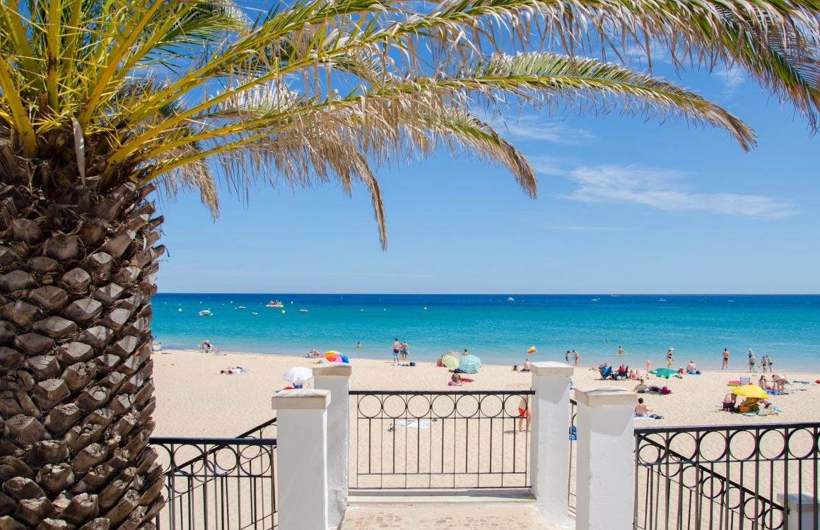 praia-da-luz-beach-algarve-portugal