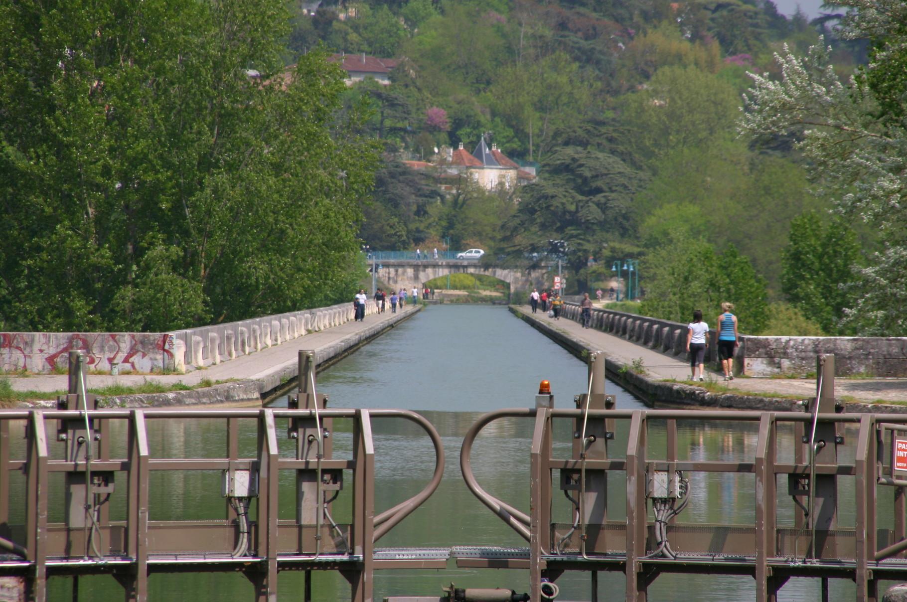 Pont canal d'Agen. (Dept 47)