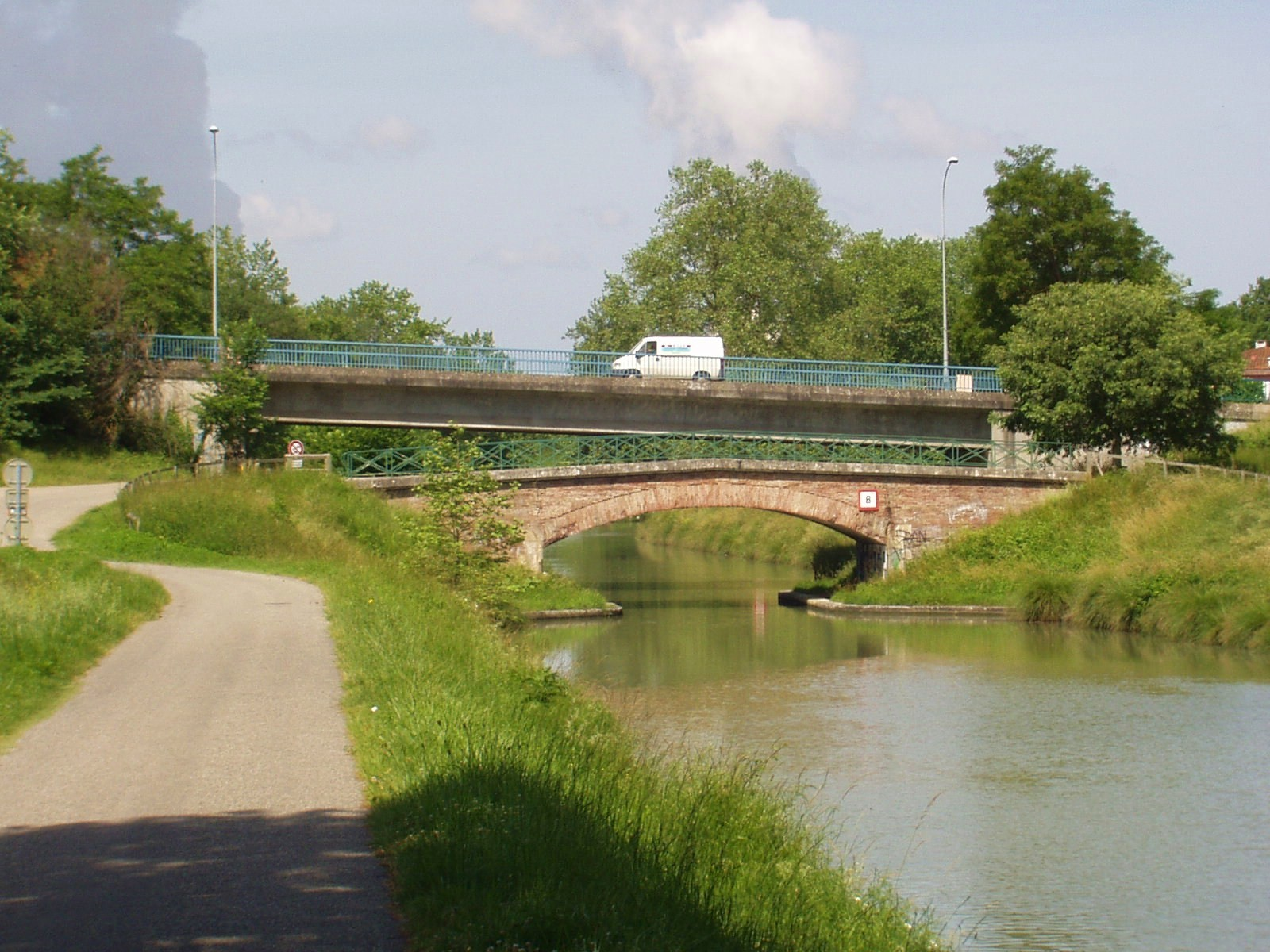 Le vieux et le jeune pont à Valence d'Agen. (Dept 82)