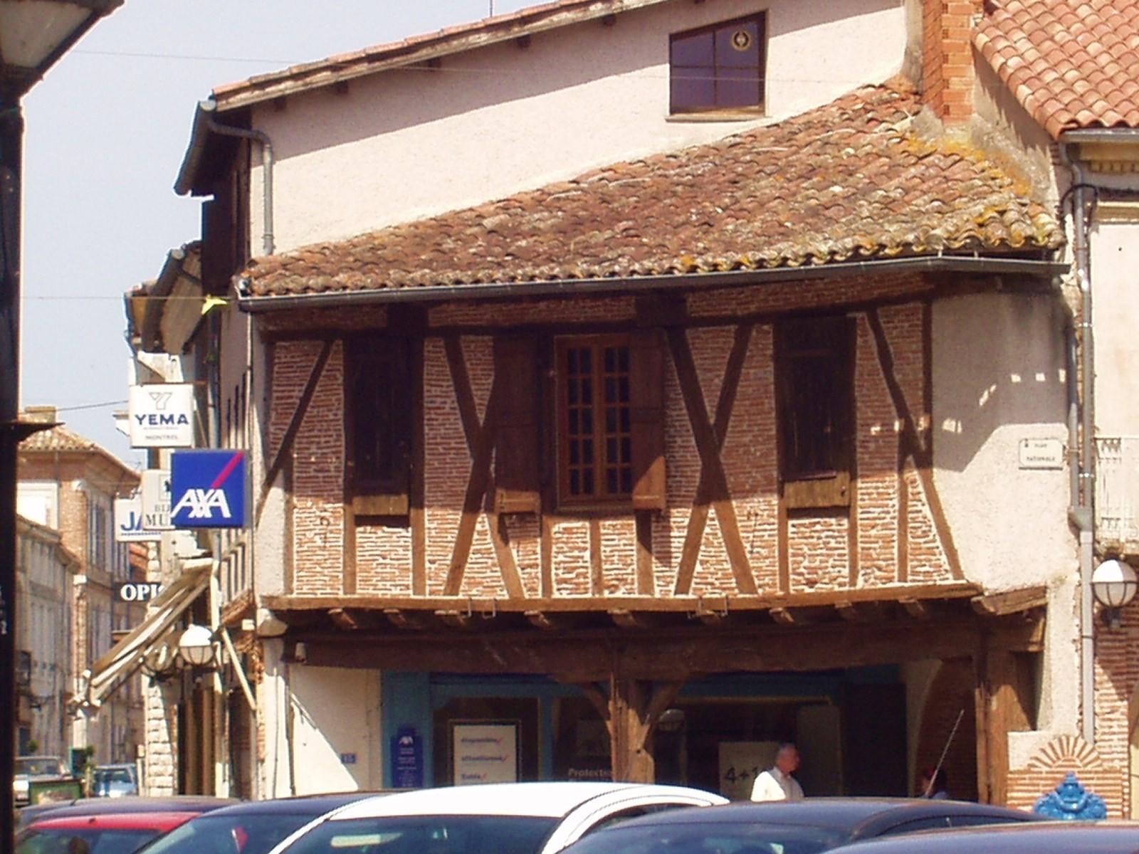 Une maison à colombages à Valence d'Agen. (Dept 82)