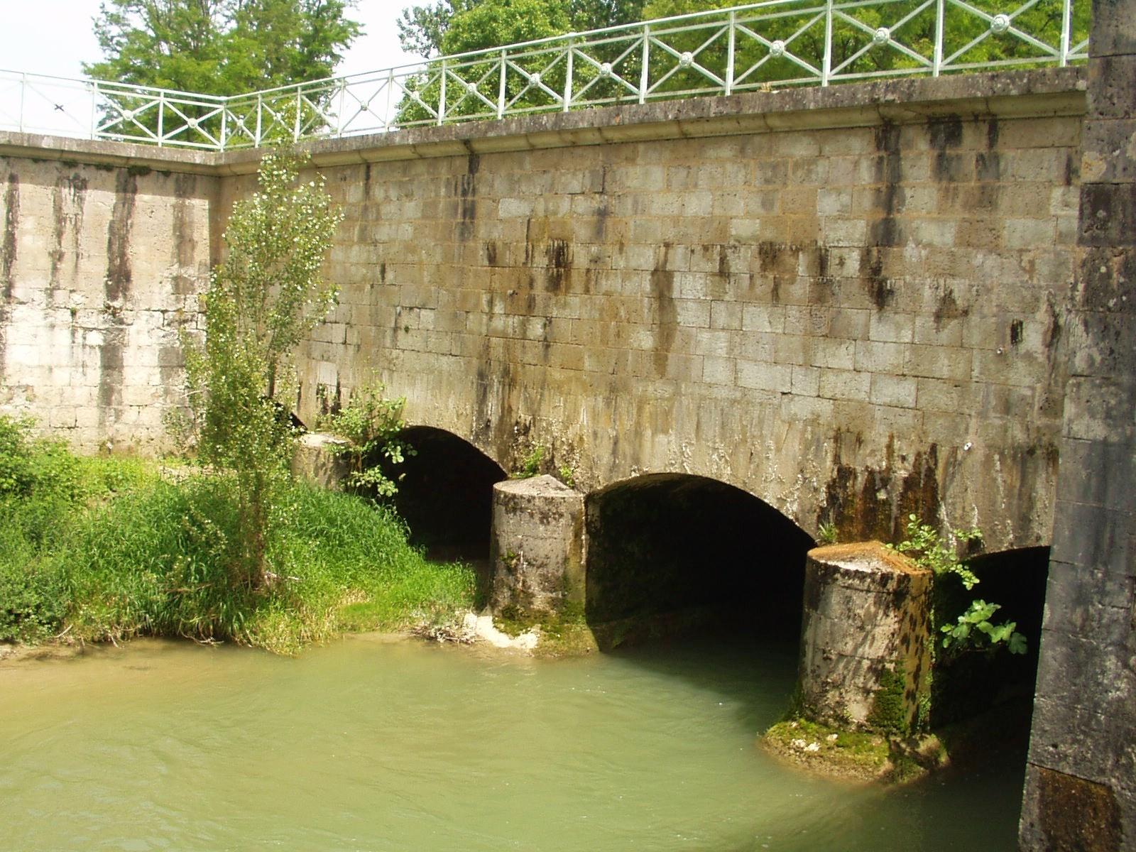 Le pont-canal de Barguelonne. (Dept 47)