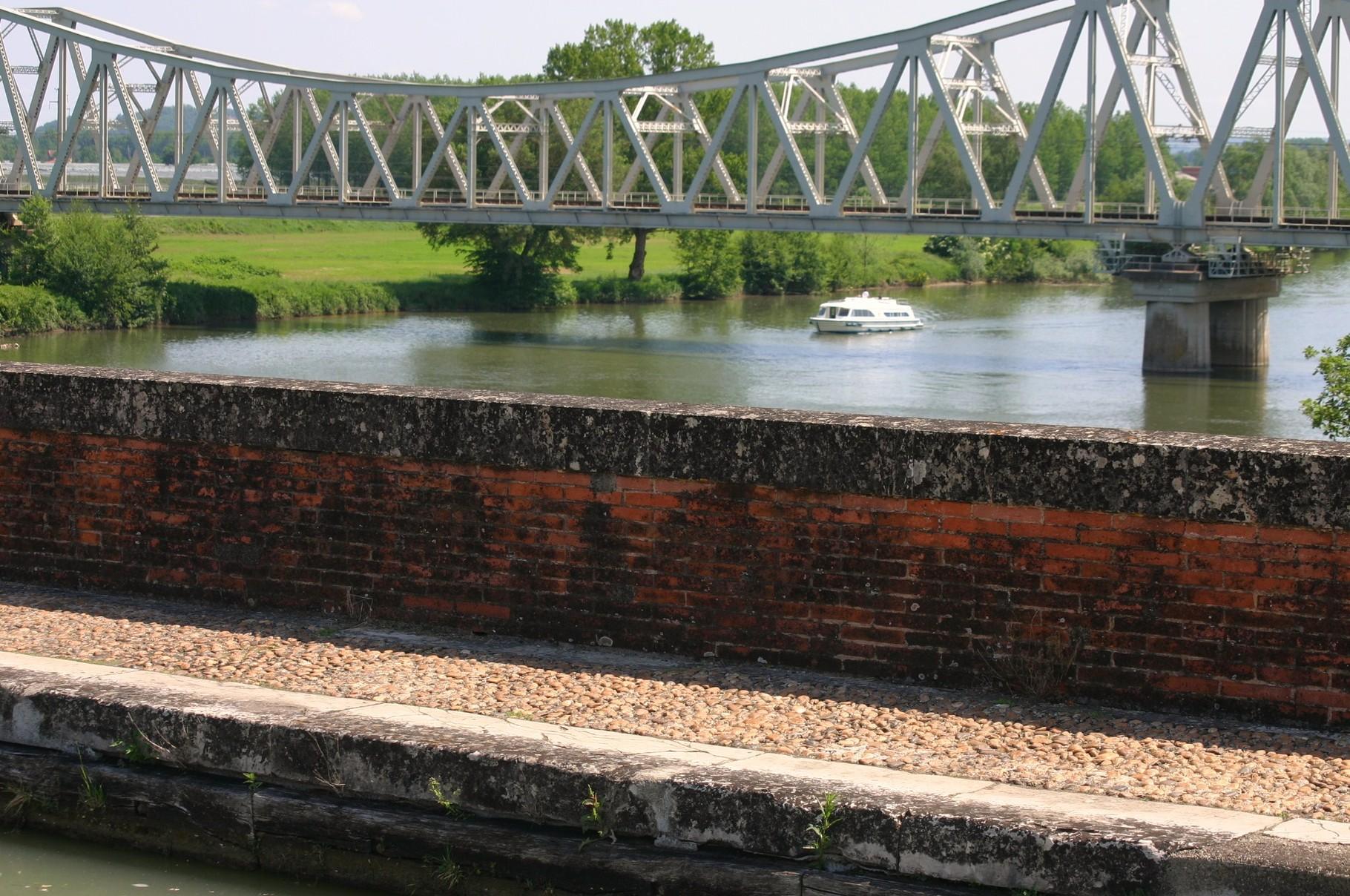 Vue depuis le pont-canal de Cacor vers l'amont.(Dept 82)