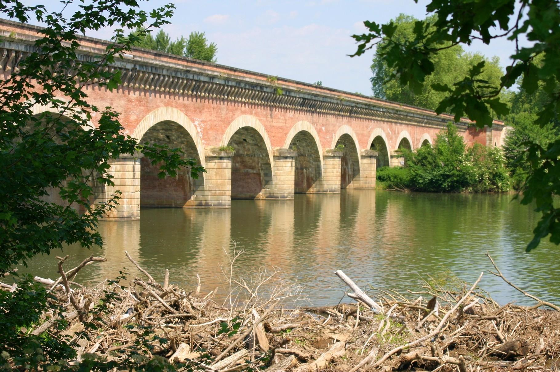 Pont-canal de Cacor depuis la rive gauche. (Dept 82)