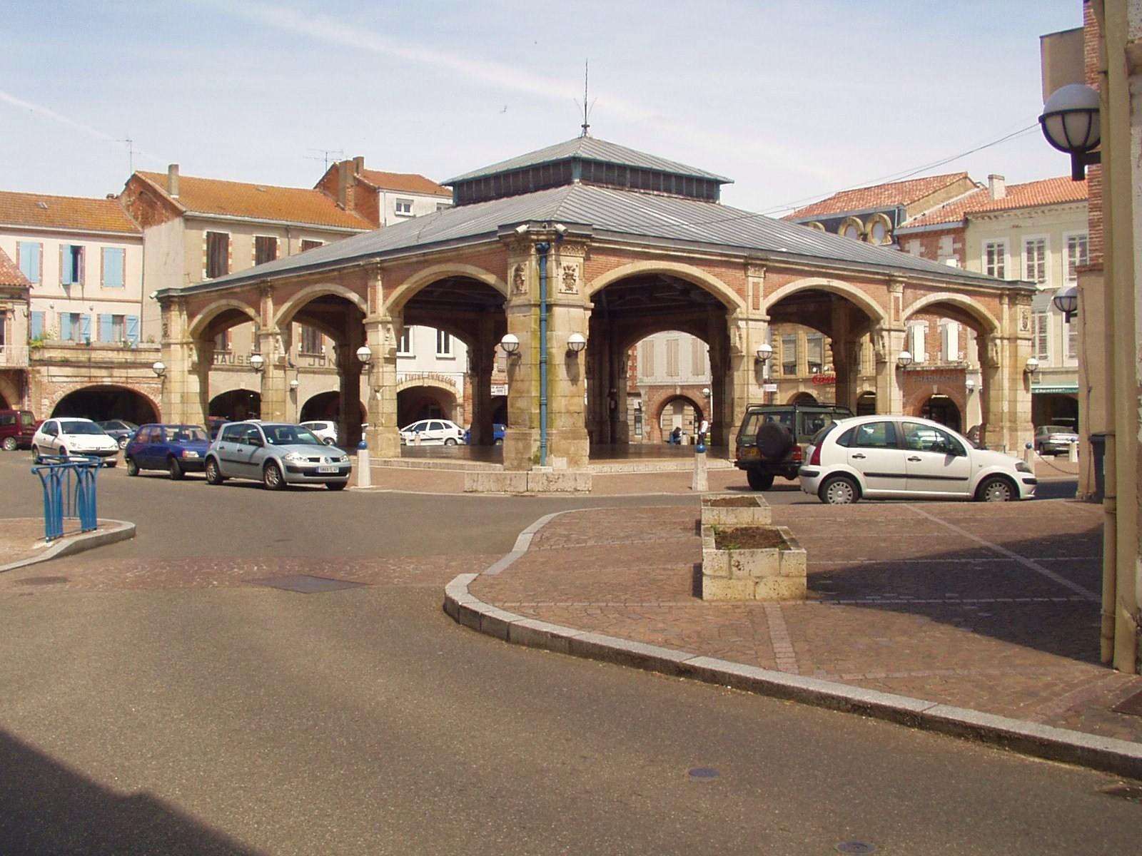 La halle de Valence d'Agen. (Dept 82)