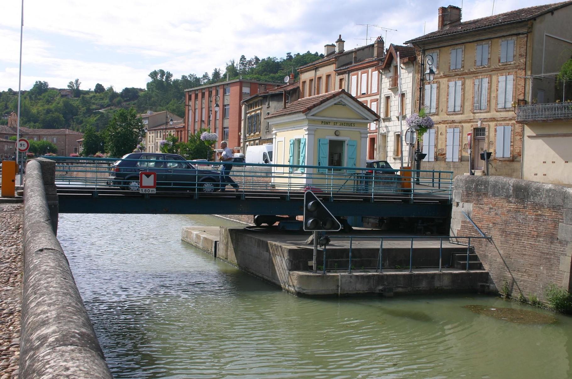 Pont tournant St-Jacques à Moissac. (Dept 82)