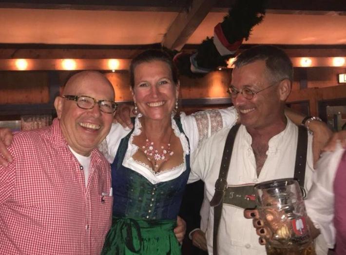 Ein herzliches Grüßgott aller Gäste auf dem Oktoberfest, Dr. Dieter Körner begrüßt die Gäste.