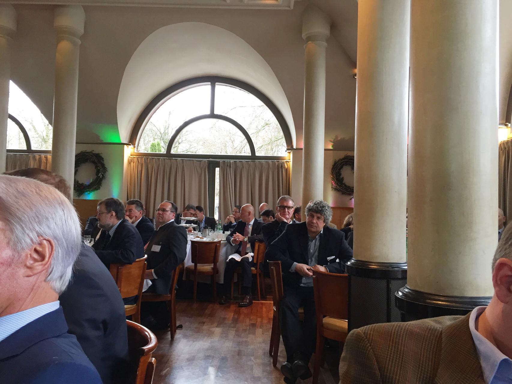 Die Gäste beim BRSI Turnaround Breakfast ...  namhafte Unternehmensberater, Interim Manager, Rechtsanwälte, Wirtschaftsprüfer, Finanzdienstleister und Investoren.