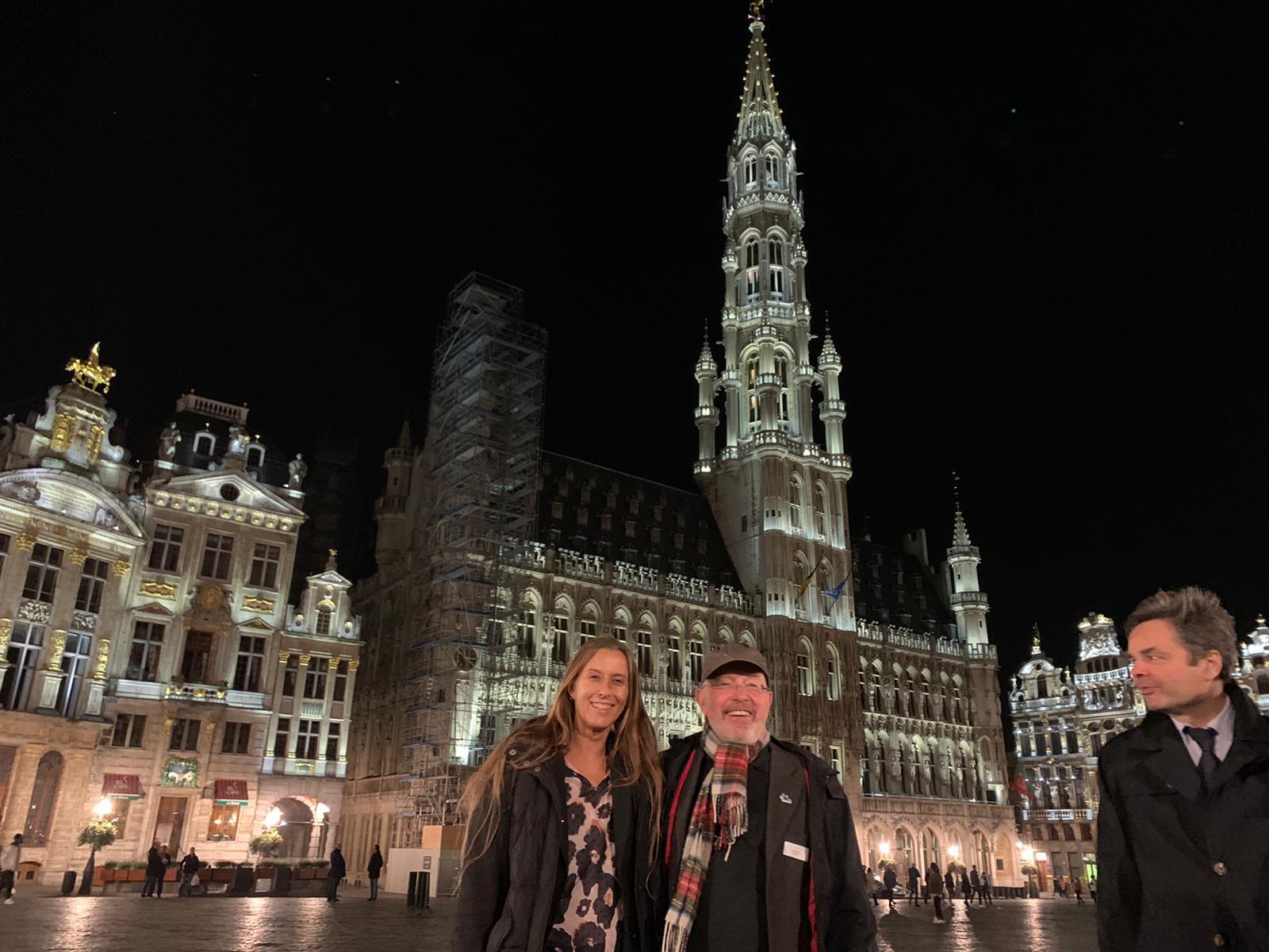 BRSI Vorstand Dr. Dieter Körner mit Kollegen auf dem Brüsseler Marktplatz