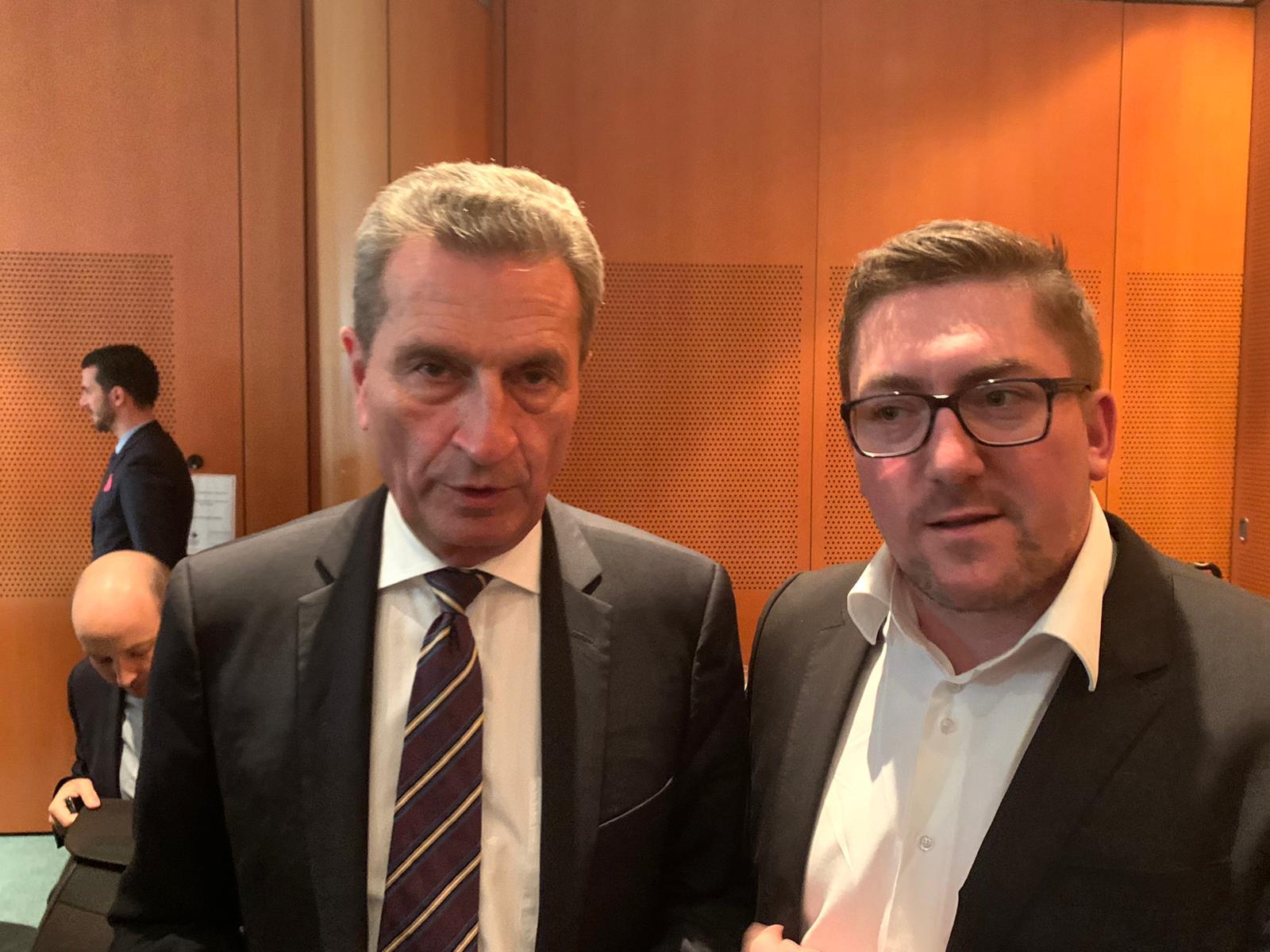BRSI Asienexperte Till Suplika mit dem EU-Kommissar für Energie Guenther Oettinger
