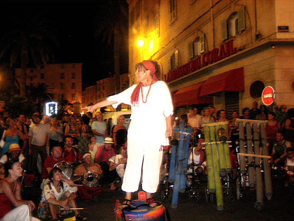 avec les Percussions de Rue de la  RECUPADA  /  POINT DE SUSPENSION, Ajaccio  (Shopping de Nuit)