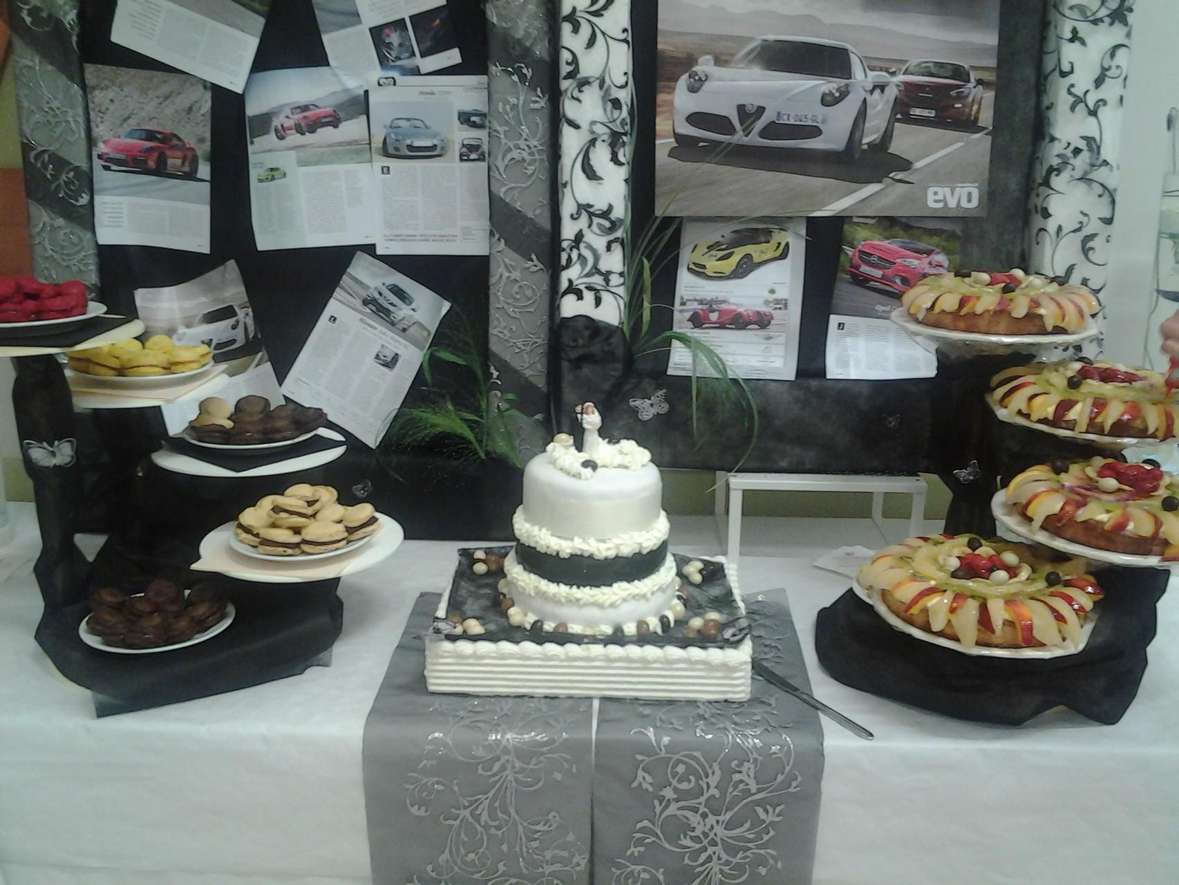 Macarons maison, Weeding cake au chocolat & Dacquoises aux fruits