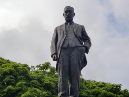 松江春治氏銅像