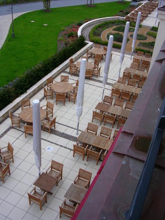 Blick auf die Außentreasse des Restaurants.
