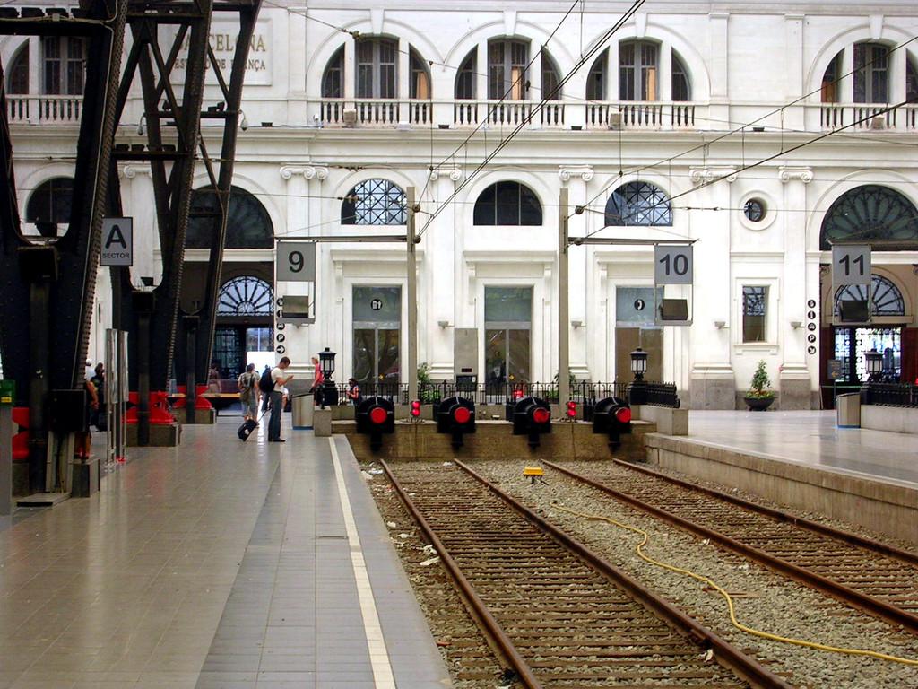 Der Umsteigebahnhof vom Flughafen zum Hotel.