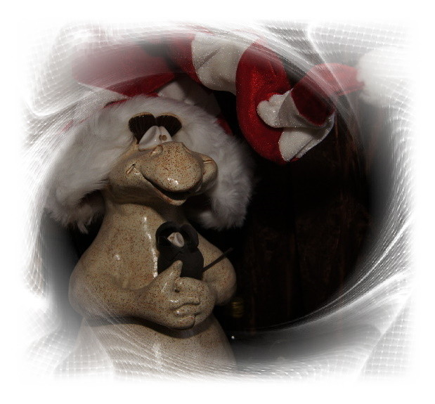 Und hier mal der Drache mit Weihnachtsmütze.