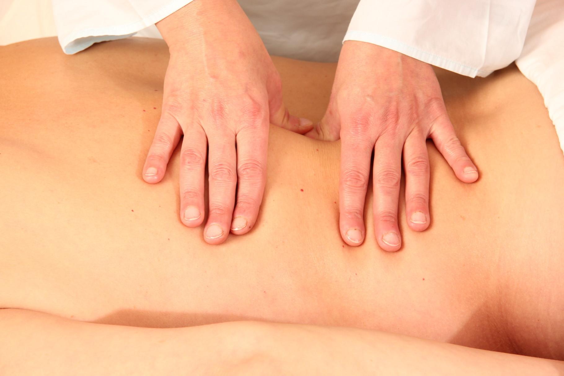 Foto  Schmerzpunktmassage  (Akupressur)