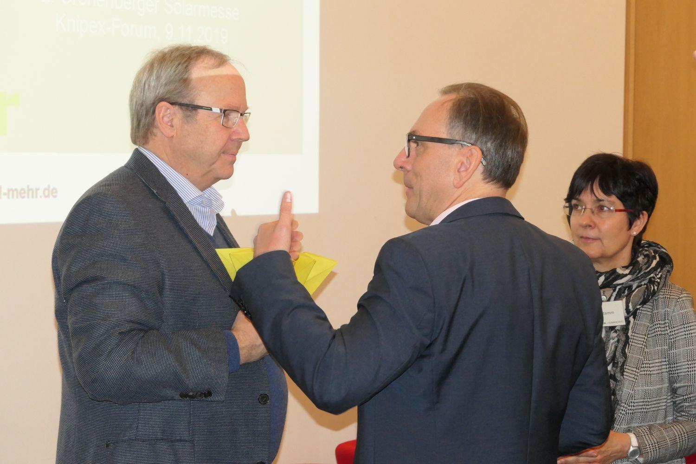 OB Andreas Mucke im Gespräch mit Gastgeber Ralf Putsch. Zuhöherin Frau Andrea Stamm, Klimaschutzbeauftragte der Stadt Wuppertal