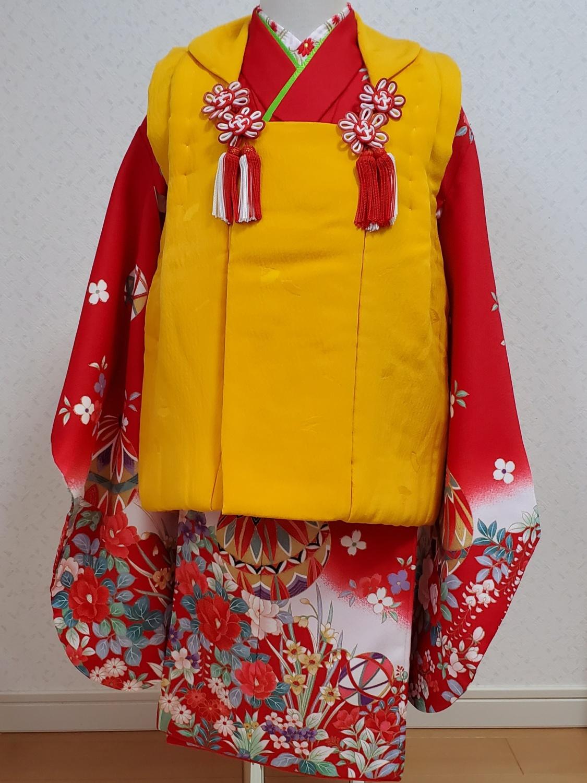14赤の絵羽柄に黄色の被布