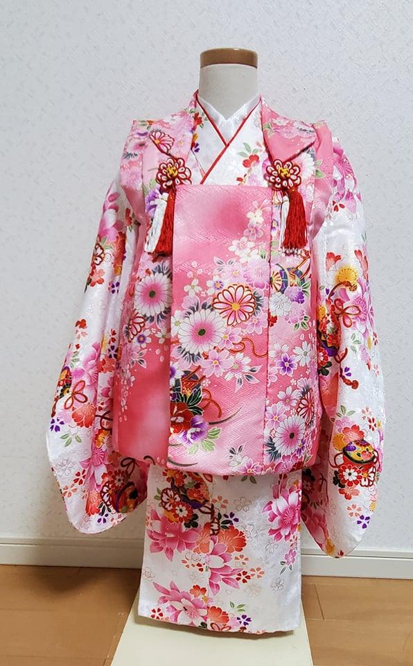 8 白にピンクの被布