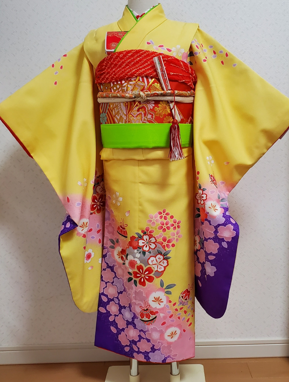 15 黄色に紫の裾
