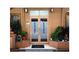 ビジネスホテル韓国館の入口