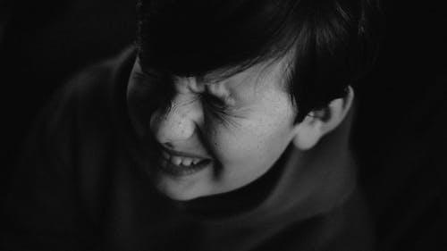 hoofdpijn of buikpijn bij kinderen